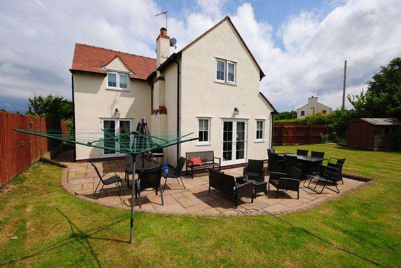 3 Bedrooms Detached House for sale in Garden Hey Road, Saughall Massie