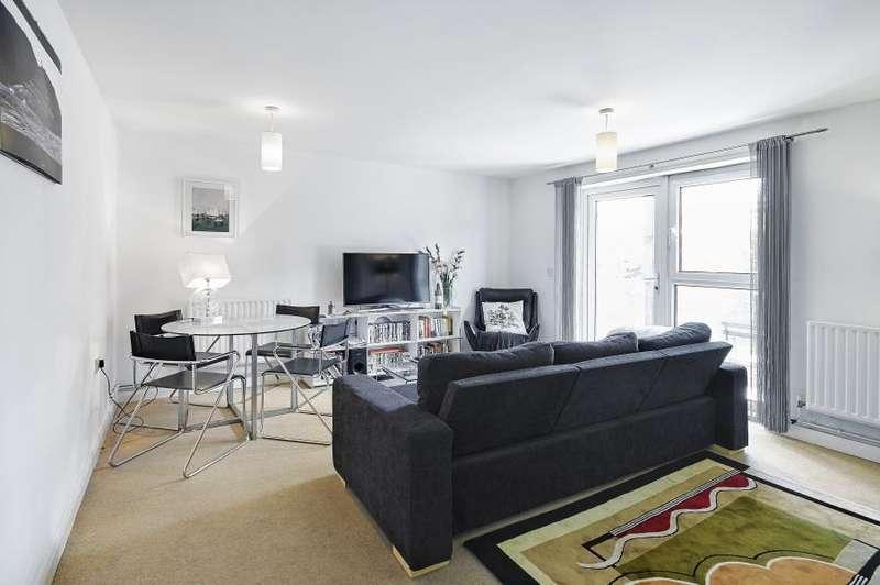 2 Bedrooms Apartment Flat for sale in Weald House, London, SW11