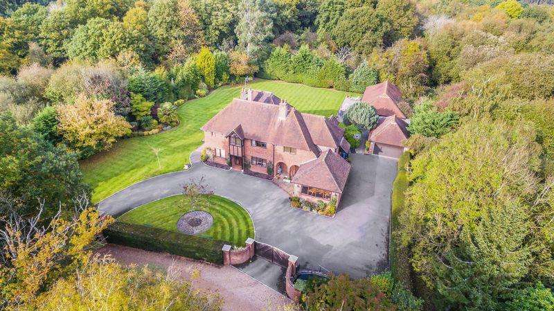 5 Bedrooms Detached House for sale in Winter Hill Road, Maidenhead