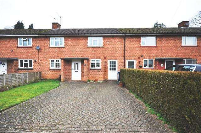 3 Bedrooms Terraced House for sale in Simon Dean, Bovingdon, Herts