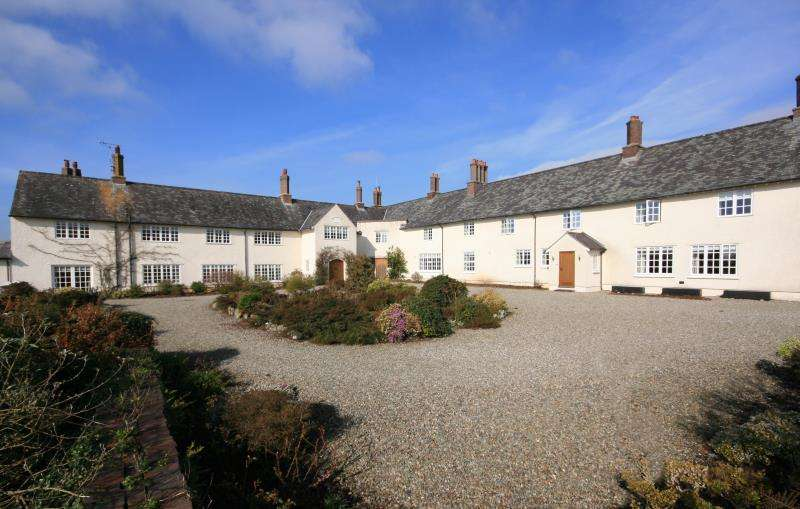 4 Bedrooms Semi Detached House for sale in Pen Y Parc, Beaumaris, Anglesey, LL58