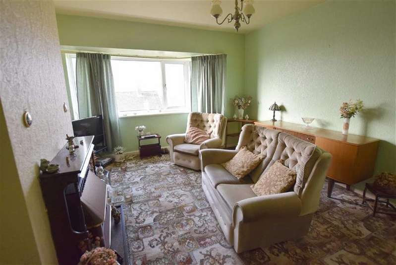 2 Bedrooms Flat for sale in Chatburn Avenue, Burnley, Lancashire