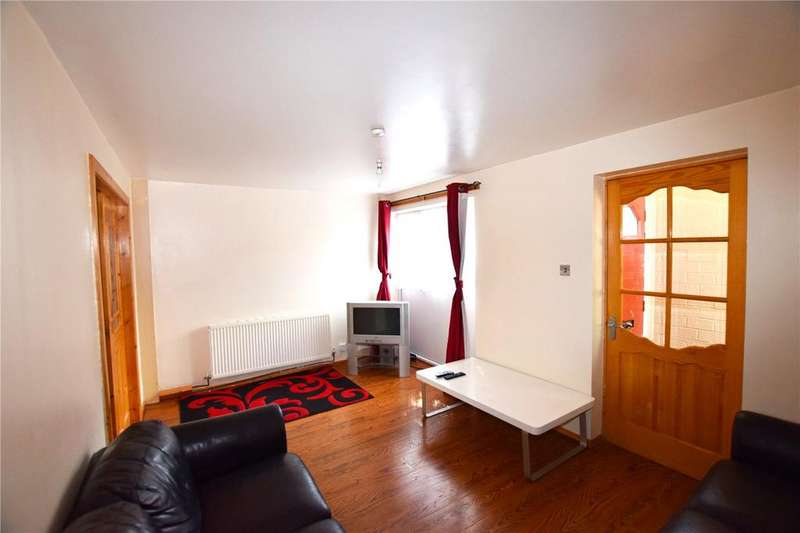 3 Bedrooms Terraced House for sale in Waverley Garth, Leeds, West Yorkshire, LS11