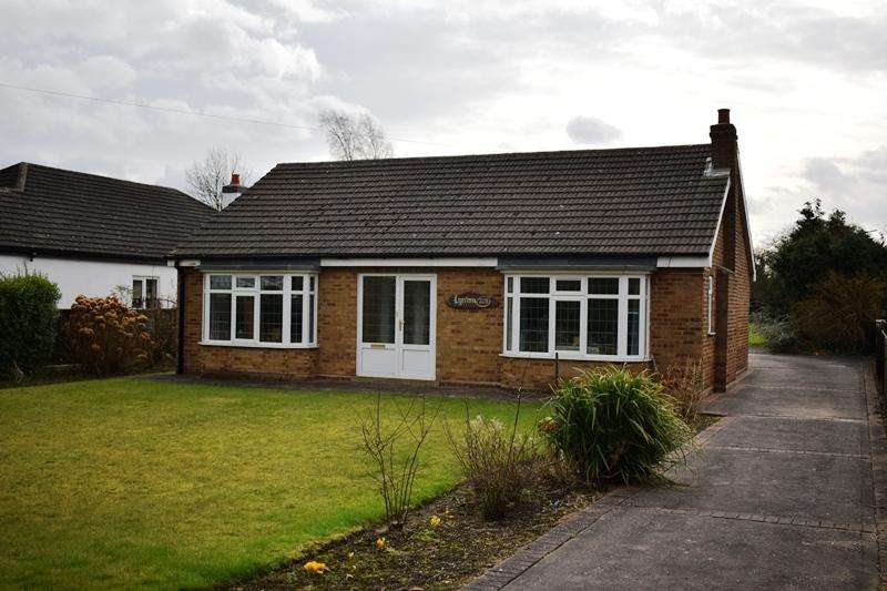 2 Bedrooms Detached Bungalow for sale in Station Road, New Waltham DN36