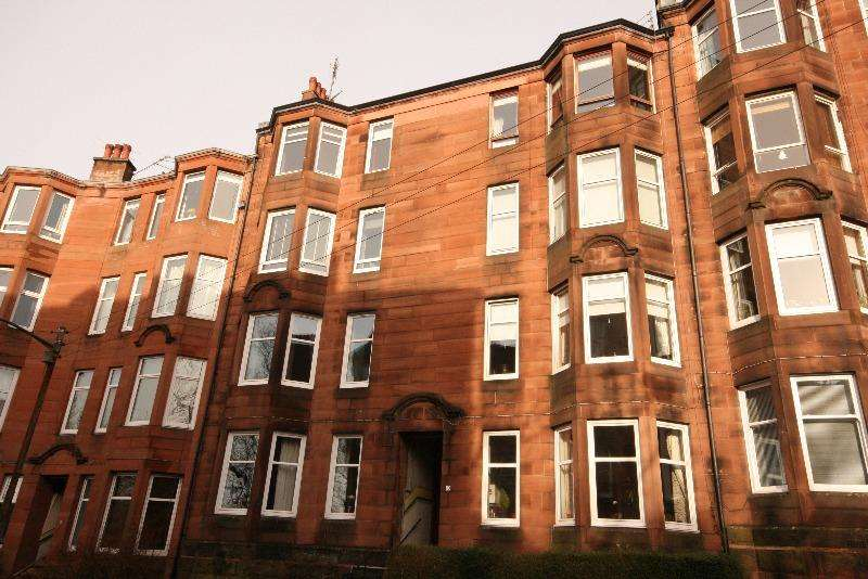 2 Bedrooms Flat for rent in Garrioch Crescent, North Kelvinside, Glasgow, G20 8RR