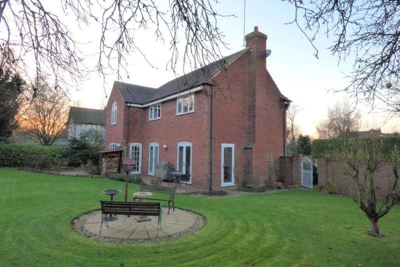 4 Bedrooms Detached House for sale in Blacksmiths Lane, Newton Solney