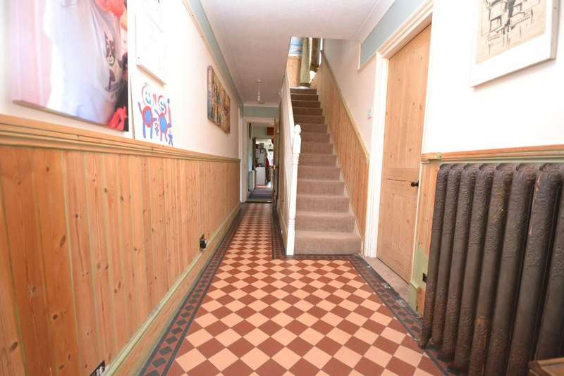 4 Bedrooms Detached House for sale in Lydd, TN29