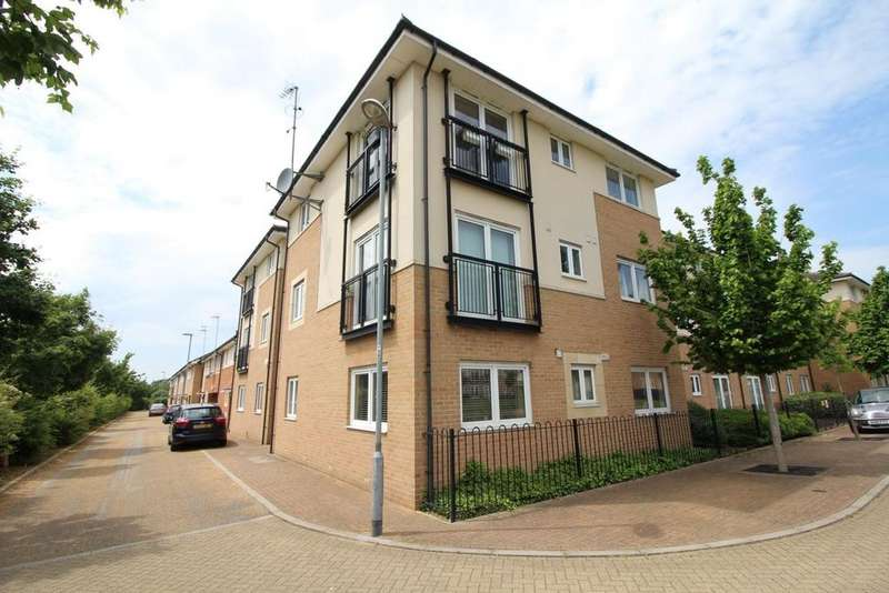2 Bedrooms Apartment Flat for sale in Derwent Court, Hobart Close, Chelmsford, Essex, CM1
