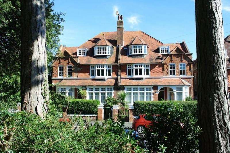 3 Bedrooms Flat for sale in St. Matthews Gardens, St. Leonards-On-Sea, TN38