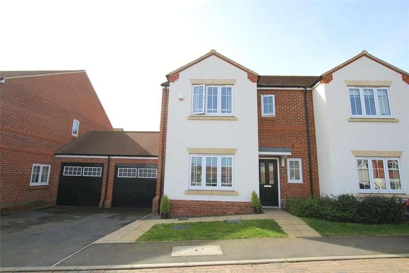 3 Bedrooms Semi Detached House for sale in Mortimer Crescent, Kings Park, St. Albans, Hertfordshire, AL3
