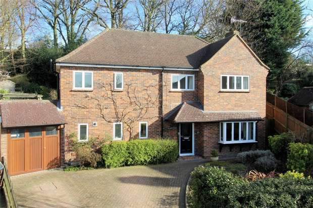3 Bedrooms Detached House for sale in Horsell, Woking, Surrey
