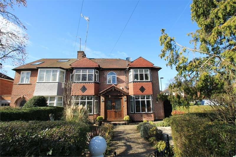 5 Bedrooms Semi Detached House for sale in The Vale, N14