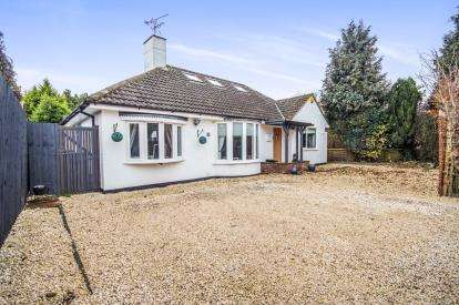 3 Bedrooms Bungalow for sale in The Beeches, Harbury, Leamington Spa, England