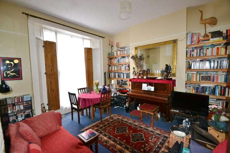 2 Bedrooms Flat for sale in Hilldrop Crescent, Holloway, London, N7