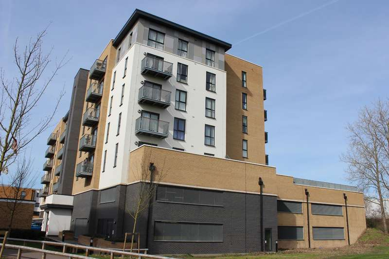 2 Bedrooms Flat for sale in Hackney House, Clydesdale Way, Belvedere, DA17 6FH
