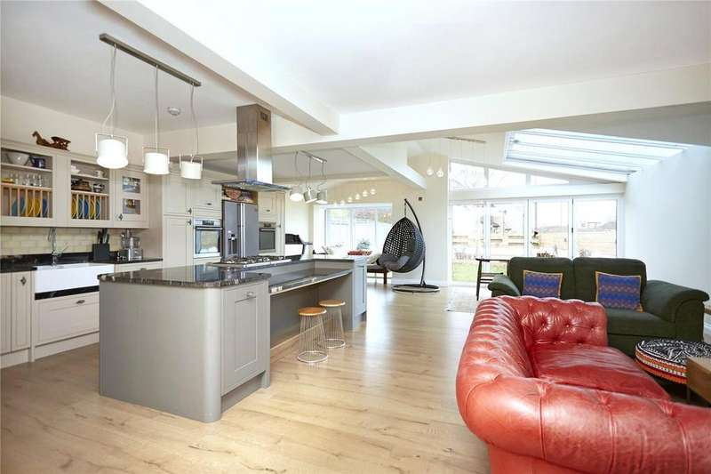5 Bedrooms Detached House for sale in Westville Road, Thames Ditton, Surrey, KT7