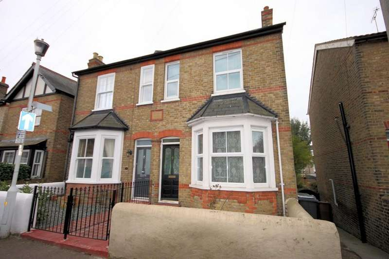 3 Bedrooms Semi Detached House for sale in South Primrose Hill, Chelmsford
