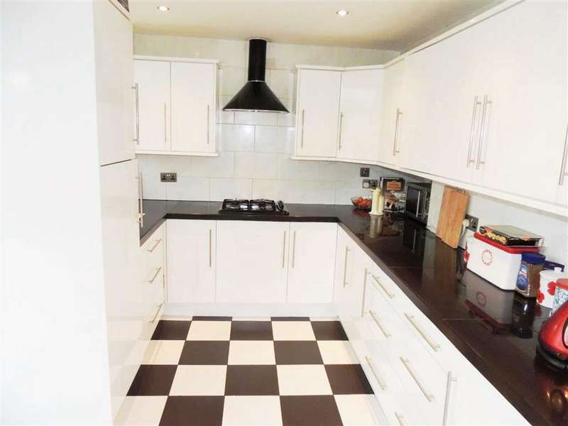 3 Bedrooms Property for sale in Shelley Grove, Droylsden, Manchester