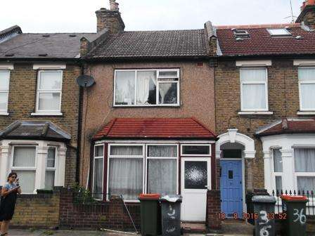 3 Bedrooms Terraced House for sale in Desford Road, Canning Town, London E16