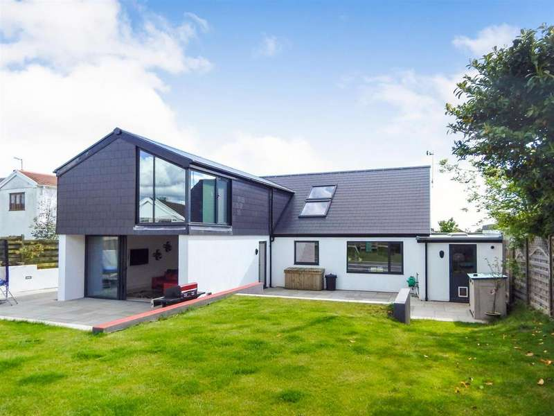 4 Bedrooms Detached House for sale in Southgate Road, Southgate