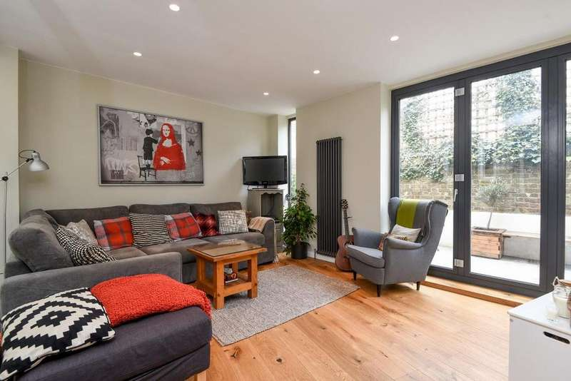 2 Bedrooms Flat for sale in Hafer Road, Battersea, SW11