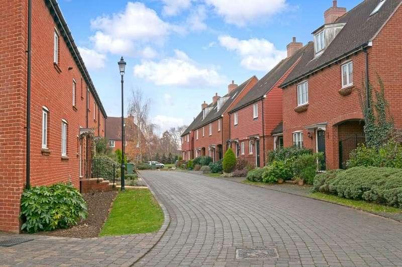 3 Bedrooms Terraced House for sale in Ellis Close, Five Oak Green