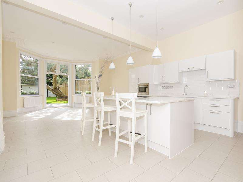 5 Bedrooms Semi Detached House for sale in Tetherdown, N10