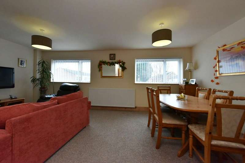3 Bedrooms Maisonette Flat for sale in Cotton Drive, Ormskirk