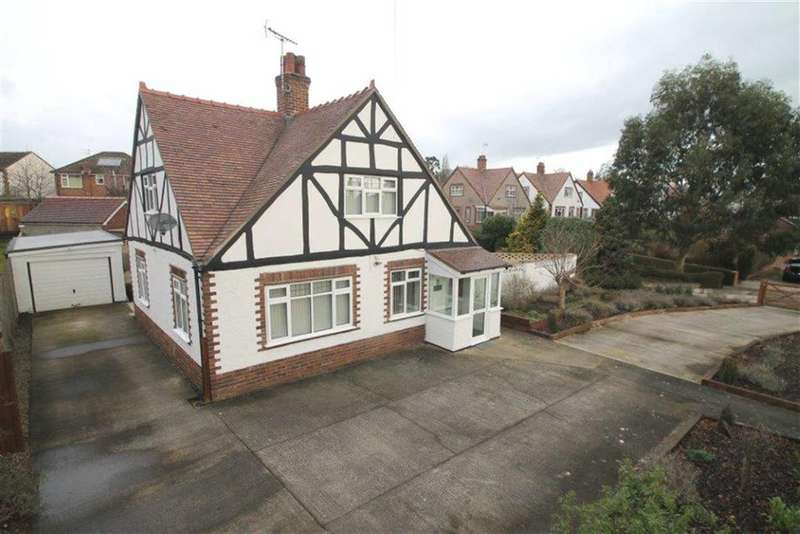 3 Bedrooms Detached House for sale in Park Avenue, Wrexham