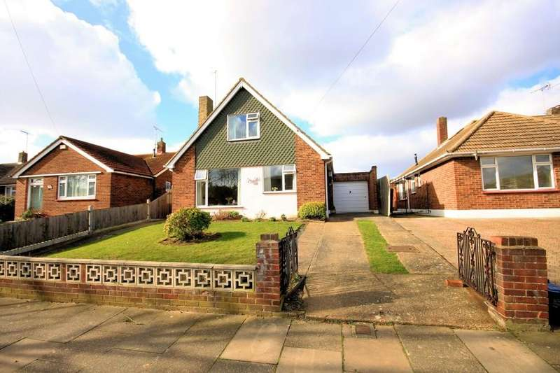 3 Bedrooms Chalet House for sale in Maplin Way, Thorpe Bay
