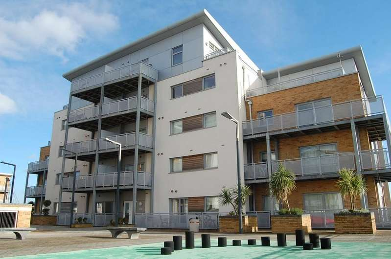 2 Bedrooms Apartment Flat for sale in Harbour Reach, Poole