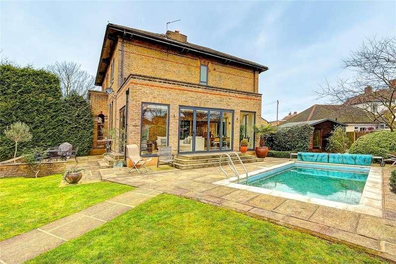 3 Bedrooms Semi Detached House for sale in The Oaks, Uxbridge Road, TW13