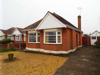 2 Bedrooms Bungalow for sale in Broughton, Dorset