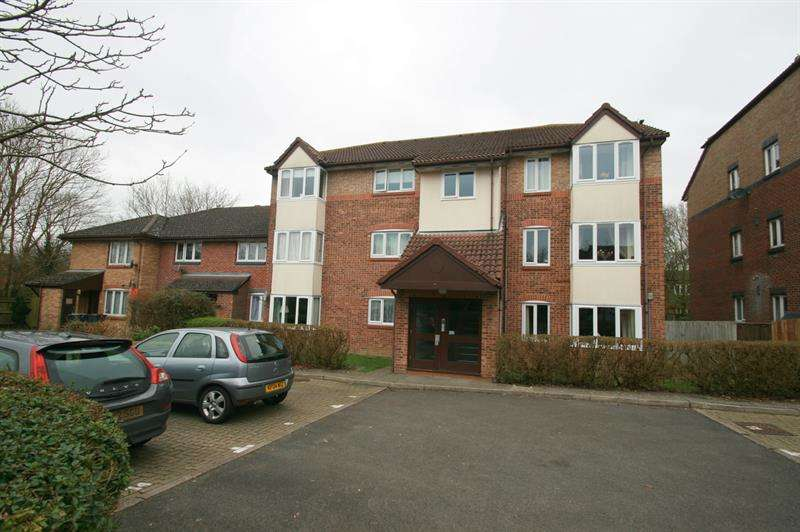 1 Bedroom Ground Flat for sale in Tor Close, Waterlooville