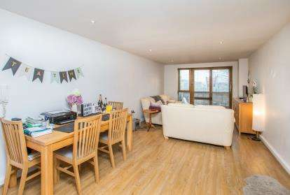2 Bedrooms Flat for sale in Bowman Lane, Leeds, West Yorkshire