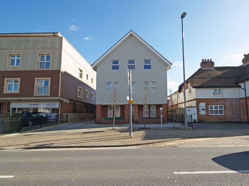 2 Bedrooms Flat for sale in Lymington Road, Highcliffe, Christchurch