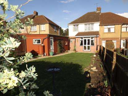 3 Bedrooms Semi Detached House for sale in Somerset Avenue, Luton, Bedfordshire