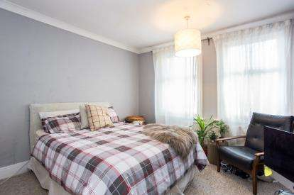 3 Bedrooms Terraced House for sale in Whippendell Road, Watford, Hertfordshire, .