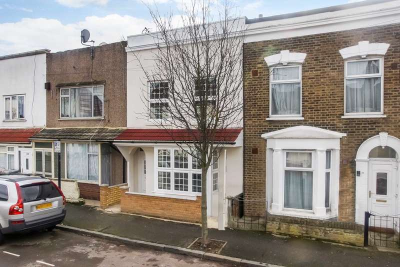 3 Bedrooms Terraced House for sale in Heyworth Road, Stratford