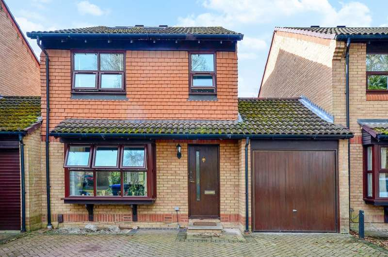 5 Bedrooms Detached House for sale in Merrivale Gardens, Goldsworth Park, GU21