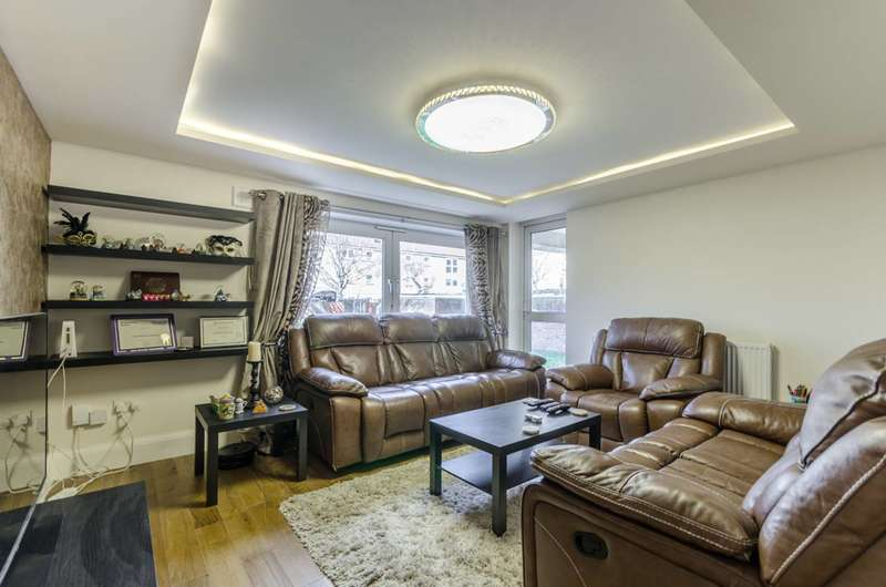 3 Bedrooms Flat for sale in Storey Street, Docklands, E16