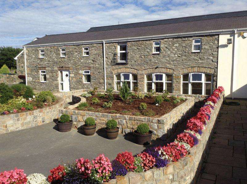 4 Bedrooms Barn Conversion Character Property for sale in Star, Llanfairpwllgwyngyll