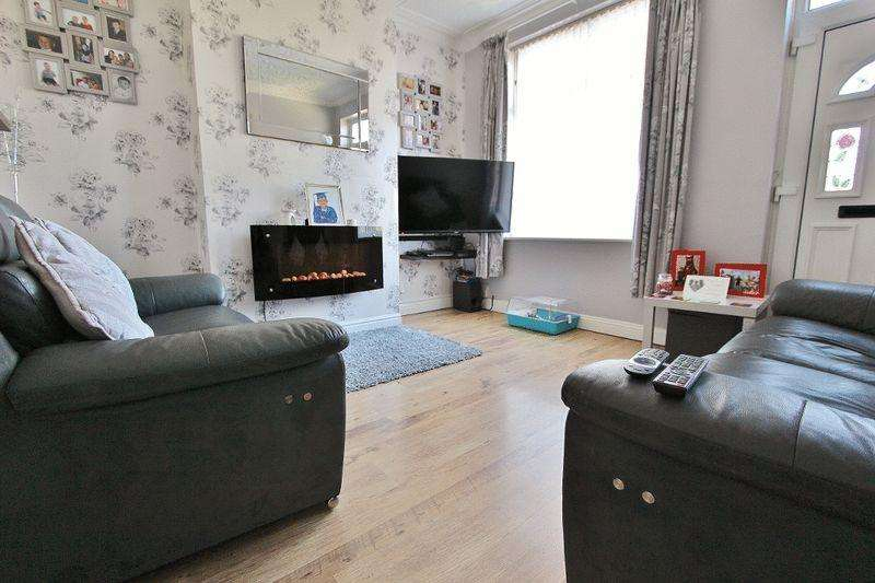 3 Bedrooms Terraced House for sale in Toll End Road, Tipton