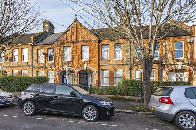2 Bedrooms Flat for sale in Mersey Road, Walthamstow