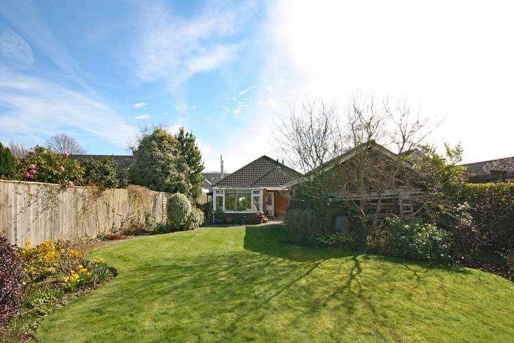 3 Bedrooms Detached Bungalow for sale in Hazel Road, Pennington, Lymington SO41
