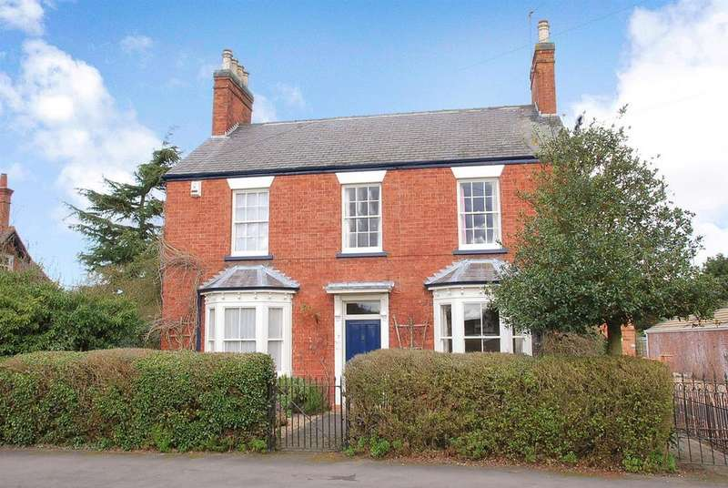4 Bedrooms Detached House for sale in Station Road, Collingham, Newark