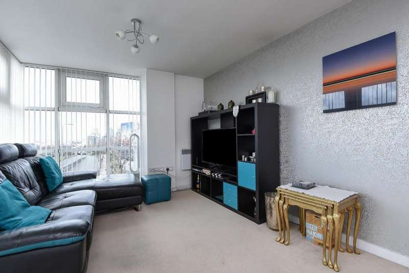 2 Bedrooms Flat for sale in Phoenix Way, Wandsworth, SW18