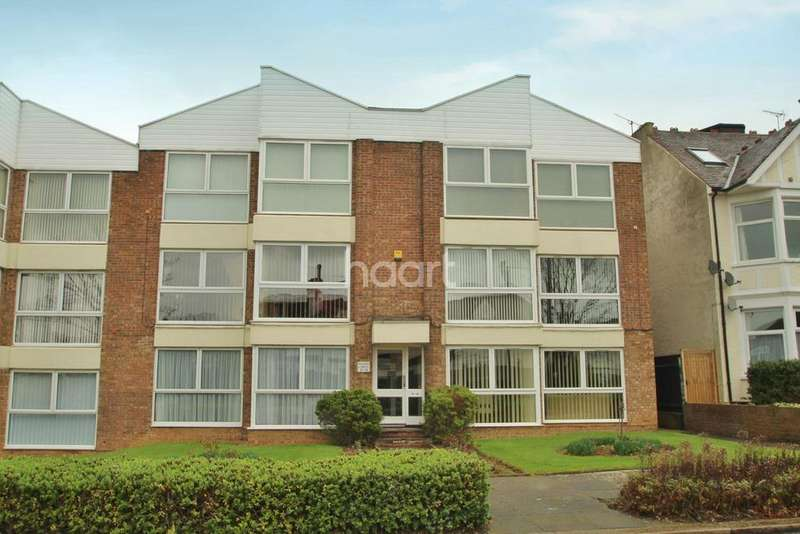 2 Bedrooms Flat for sale in First Avenue