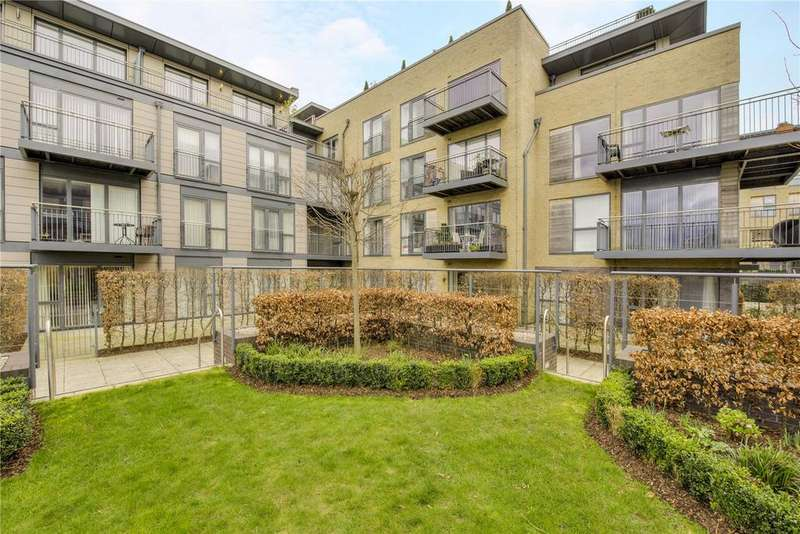 2 Bedrooms Flat for sale in Keynes House, Kingsley Walk, Cambridge, CB5