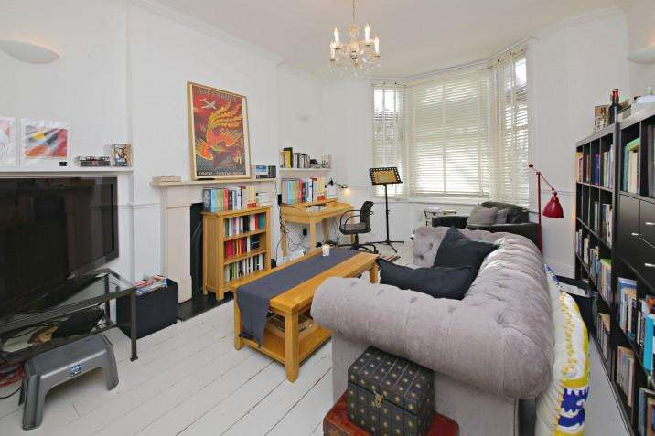2 Bedrooms Ground Flat for sale in Estelle Road, NW3